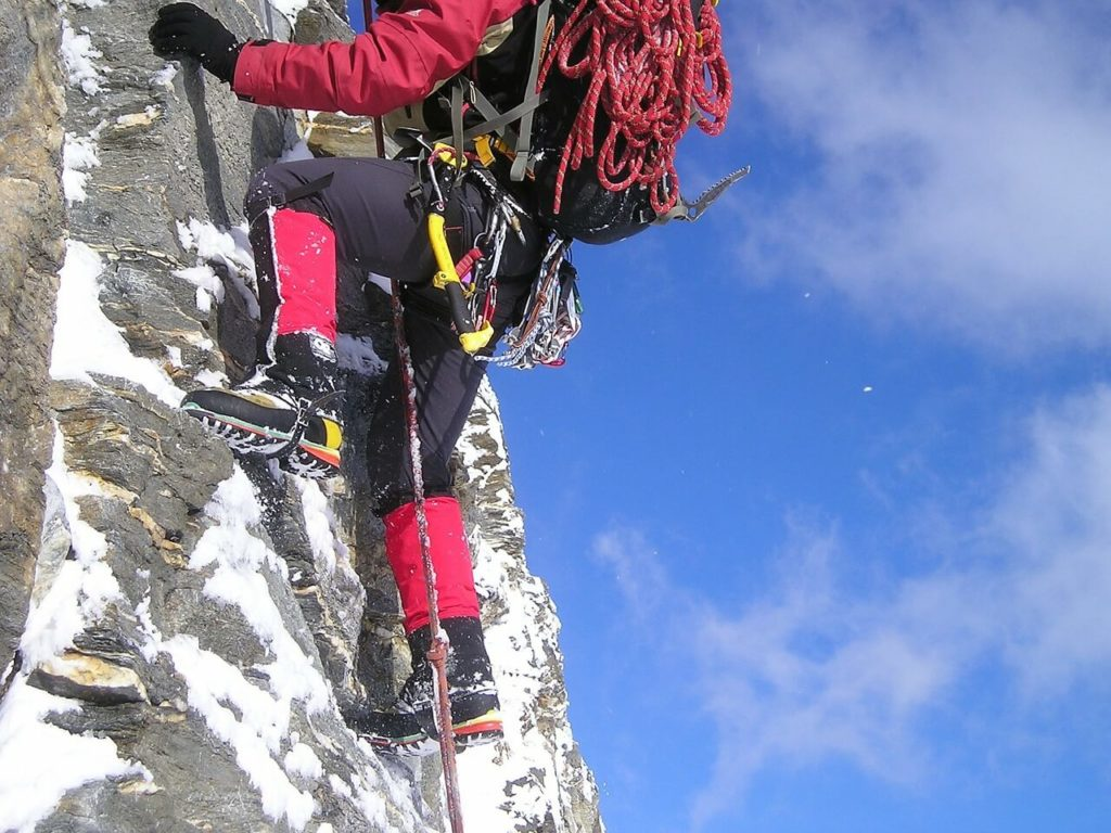 Basic Equipments or Gears Required for Mountaineering